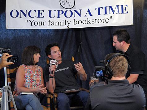 Hollow Earth authors John & Carole Barrowman talk with Beyond the Marquee Host; Steve Czarnecki (Photo Credit: Dan Holm / www.theholmpage.com