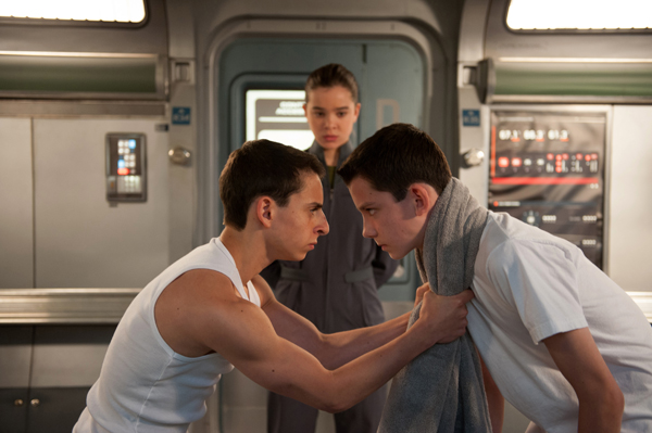 Bonzo (Moises Arias) and Ender mixes it up while Cadet Petra (Hailee Steinfeld) looks on