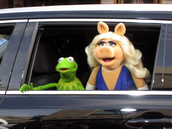 Kermit the Frog and Miss Piggy make their big Hollywood arrival