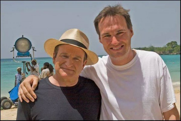 "Robin Williams with Jon Donahue on the set of 2007's ""License to Wed"""