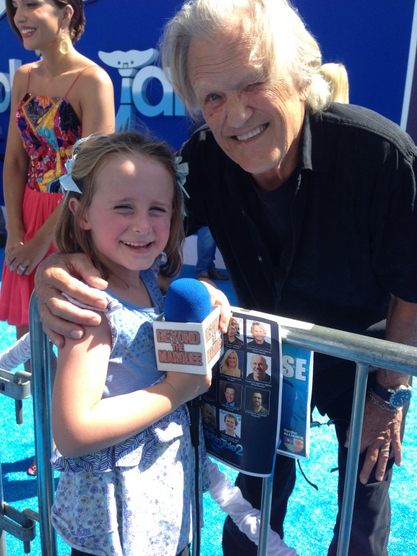 Lindalee and Kris Kristofferson as Reed Haskett in Dolphin Tale 2