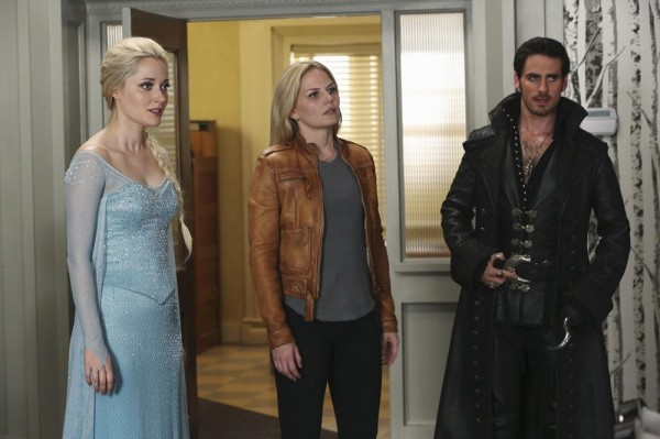 Elsa searches for her younger sister Anna, and uses Hook and Emma as pawns to achieve that ends.