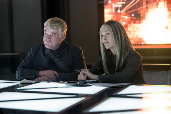 Plutarch Heavensbee (Philip Seymour Hoffman) and President Coin (Julianne Moore)