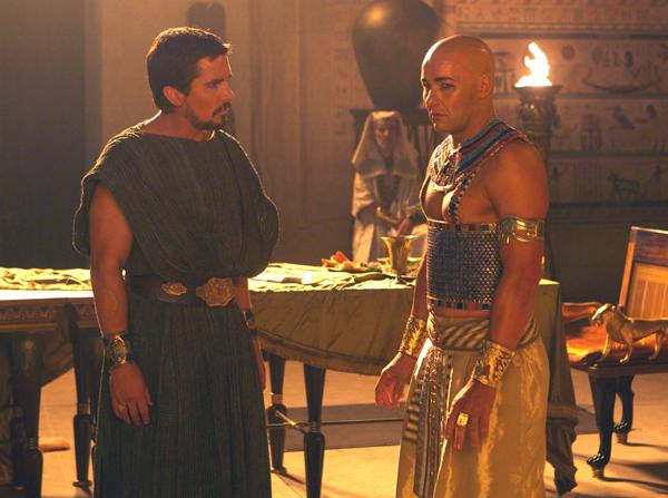 Moses (Christian Bale) confronts Ranses (Joel Edgerton)
