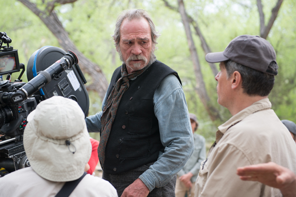 Tommy Lee Jones directs a scene for THE HOMESMAN