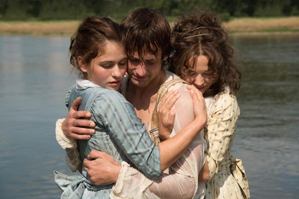 Charlotte (Henriette Confurius), Friedrich Schiller (Florian Stetter) and Caroline (Hannah Herzsprung)