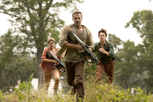 Tris (Shailene Woodley), Four (Theo James,) snf Caleb (Ansel Elgort) flee from Amity