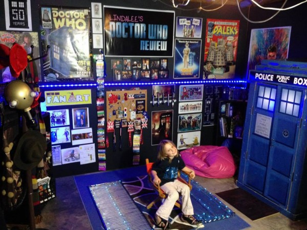 Lindalee on her Doctor Who Review Set at Studio 23 Productions